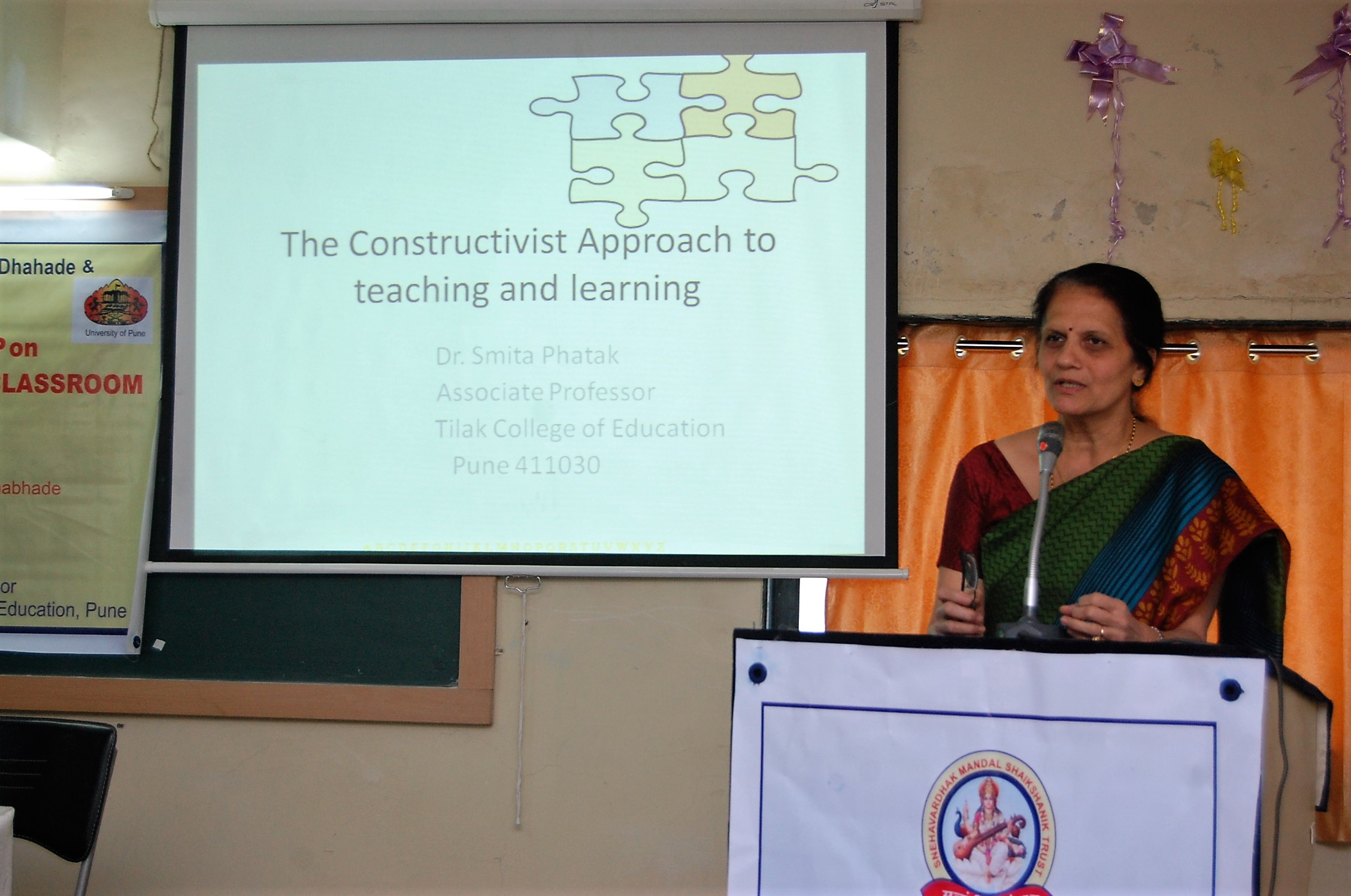 Dr  Smita Phatak conducting a session