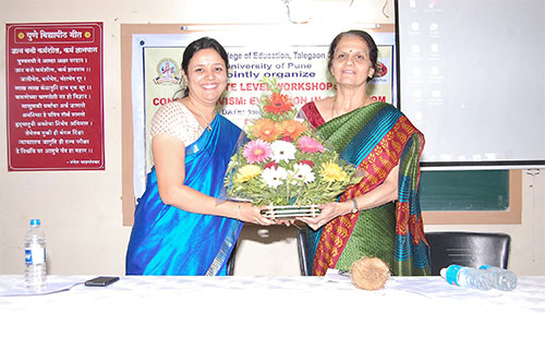 1 Dr  Smita Phatak   Resource person for Constructivism