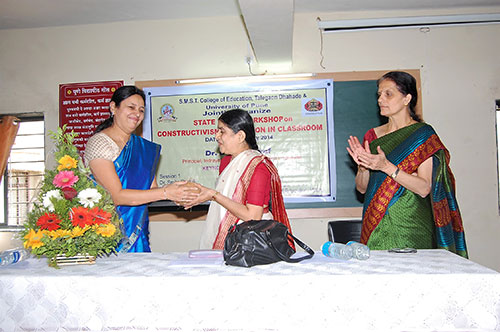 3 felicitation of Dr  chitra Sohoni   Activities on Constructivism
